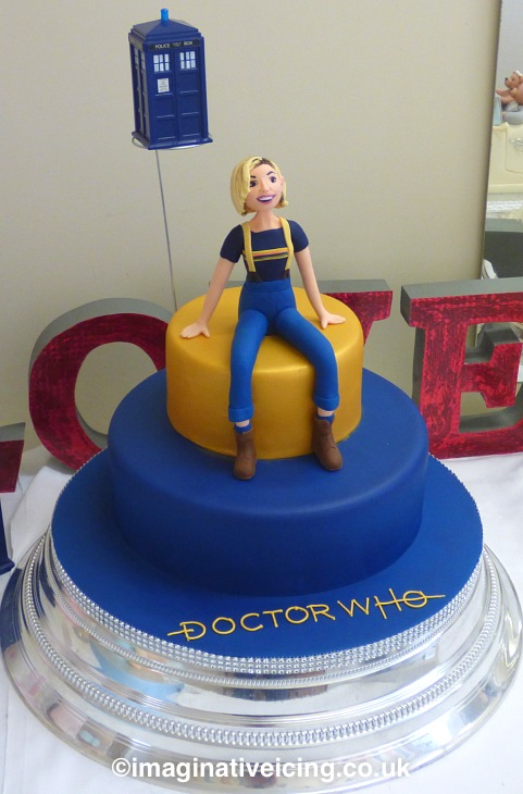 Doctor Who 13th Doctor Regeneration / Birthday Cake - with icing model of Jodie Whittaker 2018