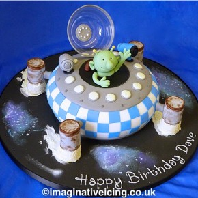 Q Pootle 5 Birthday Cake Spaceship